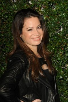 You holly marie combs pissing