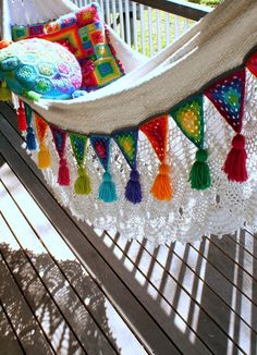 Edging a hammock with Granny Bunting Triangles. {How to create Granny Bunting… Crochet Bunting, Crochet Garland, Crochet Motifs, Crochet Granny, Crochet Patterns, Bunting Pattern, Crochet Ideas, Crochet Home, Love Crochet
