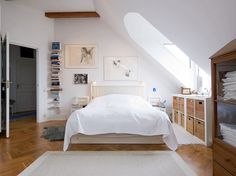 15 Charming and Breezy Bedroom Designs with Skylights | Rilane - We Aspire to Inspire