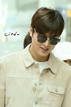 Lee Min Ho arrived at Kuala Lumpur International Airport for KyoChon Chicken Malaysia fan meeting event.