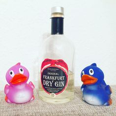 AXEP DUCK COMPETITION  Checking out Original Frankfurt Dry Gin - Apex Ducks found a cosy new home @apexhotels 🎥 Visionary, Location Scout, Brand Ambassador | 🇩🇪🇷🇺🇨🇭 © www.JuergenSchreiter.com www.Facebook.com/JRSchreiter #frankfurt #visionary #schreiter #buildingbrands #testimonial #locationscout #visitfrankfurt #tourism #locationscout  #apexducks #apexhotel #apexhotels #hotelscout #ducks #apexduck #apexduckcompetition #success   #entrepreneur #gin #drygin #frankfurtdrygin…