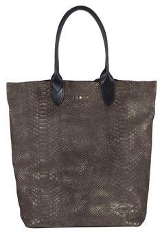 Shopper de piel en color marrón. #bolsodepiel #handbags #Bridas #Clenapal #FW14