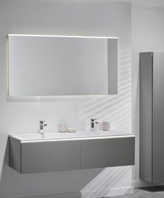 Synonymous with modern minimalism, Geberit's Xeno² bathroom collection boasts an array of sophisticated design features, including a handle-free, push-to-open mechanism on units and a sleek glass surface to provide a luxurious finishing touch. Modern Small Bathrooms, Modern Bathroom Design, Relaxing Bathroom, Dream House Interior, Bathroom Collections, Bathroom Ideas, Minimalism, Toilet, New Homes