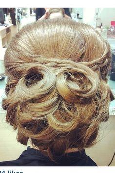 blog.hairandmakeupbysteph.com Beautiful hair! Ideal for weddings...