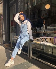 Clothing Styles For Women - Fashion Trends Modern Hijab Fashion, Street Hijab Fashion, Hijab Fashion Inspiration, Muslim Fashion, Korean Fashion, Fashion Outfits, Casual Hijab Outfit, Hijab Chic, Ootd Hijab