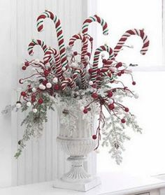 Easy Decorating Ideas for Christmas - http://www.decorazilla.com/christmas-ideas/easy-decorating-ideas-for-christmas.html