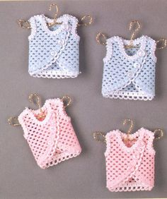 ideas for baby shower favors Souvenirs Baby Shower Niña, Baby Shower Party Favors, Crochet Designs, Crochet Patterns, Crochet Ideas, Crochet Stitches For Beginners, Baby Frame, Baby Doll Clothes, Tiny Dolls