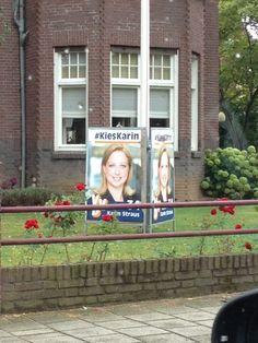 Overal in de provincie duiken de verkiezingsposters op, zoals hier in Roermond.