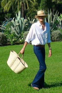 Tips for your holidays case in www.lalettredines.com this week. ~ Follow my board (La Parisienne @ Lyne Labrèche) for more inspiration! French Chic, French Style, My Style, Mode Simple, Airport Style, Work Outfits, Casual Wear, What To Wear, Personal Style