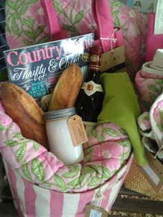 Visit a picnic to go! Country Living Fair, Pretty Packaging, Picnic, Picnics