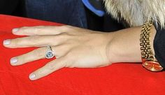 Molly Sims with plan gold band