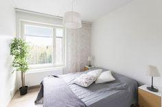Viherkasvilla vihreyttä ja parempaa huoneilmaa makuuhuoneeseen Bed, Furniture, Home Decor, Decoration Home, Stream Bed, Room Decor, Home Furnishings, Beds, Home Interior Design