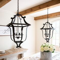 Farmhouse Lighting Design Tips Now is the perfect to start thinking about redecorating your farm home's interior. Design Studio, Home Design, Farmhouse Lighting, Farmhouse Decor, Farmhouse Signs, Farmhouse Style, Outdoor Light Fixtures, Home Lighting, Lighting Ideas