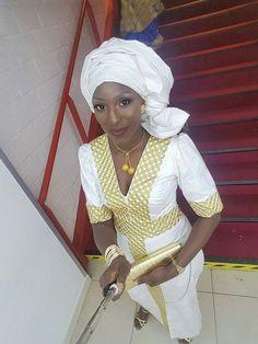 Malian Fashion bazin #Malifashion #Malianfashion #bazin #Africanfashion #Westafricanfashion #Mali #Bamako #malianwomenarebeautiful #dimancheabamako #mussoro #malianwedding #bazinriche #malianbride #lesmaliennesontbelles #lesafricainessontbelles #brodé #brocade #teinture #gala #waxoutfits #ankara #dalifini #vlisco #getzner African Dresses For Women, African Wear, African Fashion Dresses, African Women, Party Fashion, Fashion Outfits, Womens Fashion, Mode Simple, Afro Style