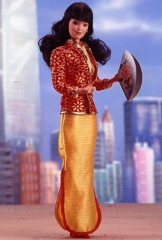 Oriental Barbie® Doll 1981 Special Edition  Di questa ho solo il vestito ed il giacchino, era una Barbie di mia cugina ma non so dove sia andato a finire tutto il resto :(