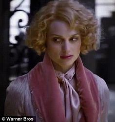 Colin Farrell debuts in new trailer for Fantastic Beasts at MTV Awards Fantastic Beasts Movie, Fantastic Beasts And Where, Short Curly Pixie, Curly Bob, Harry Potter Prequel, Hogwarts, Alison Sudol, Hollywood Costume, Mtv Movie Awards