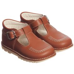 Children's Classics cute brown leather shoes for little boys and girls in a traditional style with a t-bar strap and buckle. They are fully lined in soft leather with a lightly padded, leather inner sole. Perfect worn with or without socks, they have a chunky rubber sole with sturdy grips. We recommend that socks are worn until the leather has softened.<br /> <ul> <li>100% leather with rubber soles</li> <li>Made in Spain </li> <li>Suitable for boys and girls </li> <li>We ...