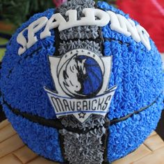 Mavs @LaurenEssl  cool cake!  I know how you love your mavs!