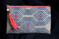 Bolso de arpillera hecho a mano, color azul y coral