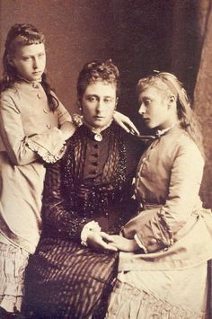 Queen Victoria's daughter, Grand Duchess Alice of Hesse and by Rhine with 2 of her daughters, left, Princess Elisabeth, and Princess Victoria Queen Victoria Family, Queen Victoria Prince Albert, Victoria And Albert, Princesa Victoria, Reine Victoria, Royal Families Of Europe, British Royal Families, Luis Iv, Queen Victoria's Daughters