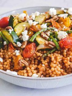 Vegetarian Couscous Recipe, Pearl Couscous Recipes, Vegetarian Meal Prep, Lunch Meal Prep, Vegetarian Recipes, Dinner Meal, Healthy Recipes, Vegetarian Options, Detox Recipes