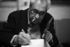 Elliott Erwitt fotógrafo estadounidense, nacido en París  el 26 de Julio de 1928 y miembro de agencia Magnum Photo. Comenzó tomando fotografías a fines de los 40 ,comenzando en un estudio fotográfico de Hollywood y más tarde fue fotógrafo para variadas publicaciones . Erwitt en el museo de fotografia Westlicht , Viena. ph: Alfred Weidinger (https://en.wikipedia.org/wiki/Elliott_Erwitt)