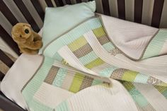 Simple blue green baby quilt - love the colors. Quilting For Beginners, Quilting Tips, Sewing For Beginners, Machine Quilting, Quilting Projects, Sewing Projects, Sewing Hacks, Sewing Tutorials, Straight Line Quilting