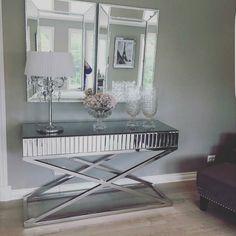 Lekkert hos  @benediktekjaer  #siennaconsole #siennakonsollbord fra #classicliving  #livingroom #glaminterior1 #glamfurniture #homeandliving #interørinspirasjon #tipstilhjemmet #passion_4_home_decor #passion4home #interørinspirasjon #interiør #interior2you #interior #interiordesign #heminspiration #ourluxuryhome #charminghomes #interiordesign #homedecor