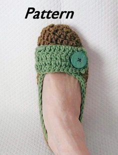 Crochet Slippers, i would love a pair of these. easy to keep in my purse when i'm visiting family and my toesies get cold