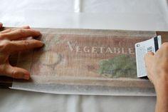 Ein unglaublich einfacher Weg, sich ein Vintage-Holzschild selber zu machen.