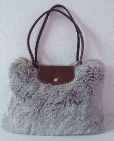 Rare-sac-Longchamp-en-fourrure-synthetique-grise