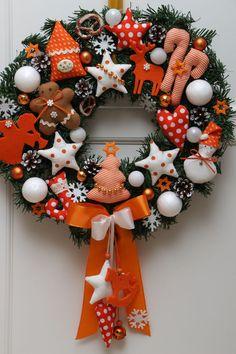 Türkranz Weihnachten Lebkuchenmann Stern Herz Landhaus Tilda-Art Kranz orange Christmas In July, Pink Christmas, All Things Christmas, Christmas Home, Christmas Wreaths, Christmas Crafts, Merry Christmas, Christmas Decorations, Xmas