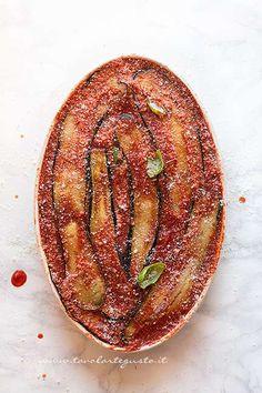 Parmigiana di melanzane pronta per essere infornata