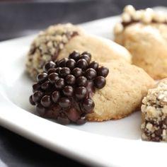 Acorn walnut cookies
