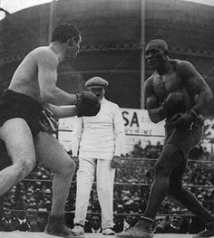 Jack Johnson (nicknamed the Galveston Giant) was the first African American boxer to win the heavyweight boxing title during the Jim Crow era. Johnson became a boxing legend after defeating the reining white champion Tommy Burns Galveston, Jack Johnson Boxer, Who Is Jack, Boxing Images, American Boxer, Heavyweight Boxing, World Boxing, Boxing History, Boxing Champions