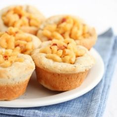Awesome for everything from kid's parties to potluck dinners: Mini Mac and Cheese Pies (Muffins). #food #mac #cheese #pasta #pies #muffins #macaroni #dinner #appetizers