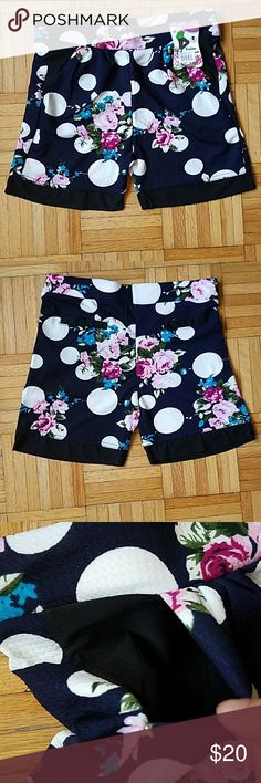 Nwt! Floral Shorts Nwt! Floral Shorts  -2 side pockets on front -2 back pockets but they are not real pockets, they just  are designed to look like pockets -size M/L Shorts
