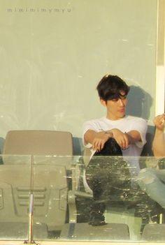 Exo Kokobop, Baekhyun Chanyeol, Kpop Exo, Exo Korea, Baekhyun Wallpaper, Exo Memes, Chanbaek, Kpop Groups, Boyfriend Material
