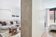 Un appartement au design simple dans un ancien bureau