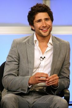 Matt Dallas- the main reason why I watched Kyle XY. So. freaking. cute.