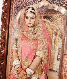 Rajasthani Bride, Rajasthani Dress, Indian Fashion Dresses, Dress Indian Style, Rajput Jewellery, Long Prom Dresses Uk, Indian Bridal Photos, Rajputi Dress, Designer Bridal Lehenga