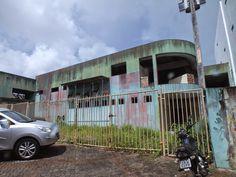 #LEIAMAIS WWW.OBSERVADORINDEPENDENTE.COM CAMAÇARI: Prédio público abandonado vira cracolândia bem no centro da cidade e a 500 metros da prefeitura