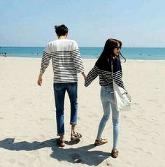 from the story Ulzzang [얼짱] by xxmochimacchiato (Møchi) with 807 reads. Matching Couples, Matching Outfits, Cute Couples, Mode Ulzzang, Ulzzang Girl, Couple Posing, Couple Shoot, Cute Korean, Korean Girl