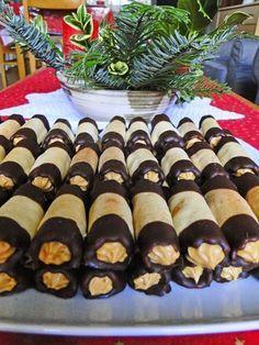 kudy-kam: Medové trubičky - My site Hungarian Recipes, Russian Recipes, Czech Desserts, Oreo Cupcakes, Czech Recipes, Cake & Co, Holiday Cookies, Desert Recipes, Mini Cakes