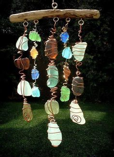 Sea Glass Chimes & Suncatchers Make a Sun Catcher Sea Glass Chime. Saw these at a craft fair and they were a little pricey! Beach Crafts, Fun Crafts, Arts And Crafts, Summer Crafts, Sea Glass Beach, Sea Glass Art, Sea Glass Decor, Stained Glass, Fused Glass