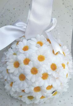 Daisy pomander, flowergirl pomander, bridesmaid pomander, wedding accessories, aisle decor - perfect for a spring wedding. Click through to my shop - I love custom orders too! Pew Decorations, Garden Wedding Decorations, Spring Decorations, Daisy, Wedding Colors, Wedding Flowers, Yellow Wedding, Diy Flowers, Bridesmaid Gifts