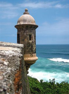 El Morro - San Juan, Puerto Rico. BEEN, nearly had a heart attack as I looked down to find iguanas everywhere!! Lol