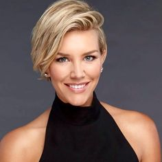 images about Charissa Thompson Short Bob Hairstyles, Cool Haircuts, Summer Hairstyles, Pretty Hairstyles, Short Hair Cuts, Short Hair Styles, Blonde Bob Haircut, Charissa Thompson, Shirt Hair