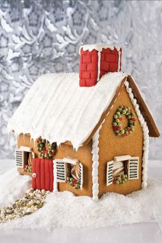 Make One of These Amazing Gingerbread Houses on Your Next Snow Day 38 Best Gingerbread House Ideas and Pictures - How to Make an Easy Gingerbread House<br> This is basically the only time that decorating is more fun than eating. Gingerbread House Designs, Gingerbread House Parties, Christmas Gingerbread House, Noel Christmas, Gingerbread Man, Christmas Cookies, Xmas, Christmas Houses, Pictures Of Gingerbread Houses