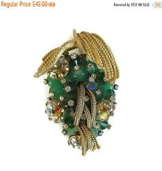 ❘❘❙❙❚❚ ON SALE ❚❚❙❙❘❘     This is a stunning Hand Wired Grape Cluster Brooch with Rhinestone Tipped Jade Green Glass Beads, Mesh Chains and Aurora Borealis Rhinestones Vint... #vintage #jewelry #ecochic #vogueteam ➡️ http://jto.li/tGWRj